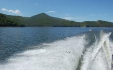 湖泊浪花图片