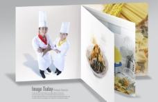 宣传册上的男女厨师和美食