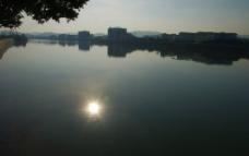 江面太阳图片