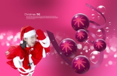 紫色背景前的圆球和圣诞美女