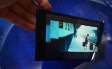 Sony手机水中游图片