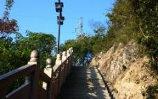 上山的台阶图片
