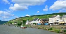 湖边小镇图片