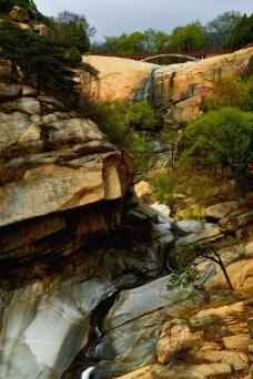 峡谷瀑布图片