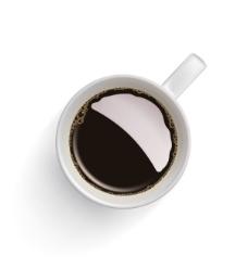 俯视视角中咖啡杯中的咖啡